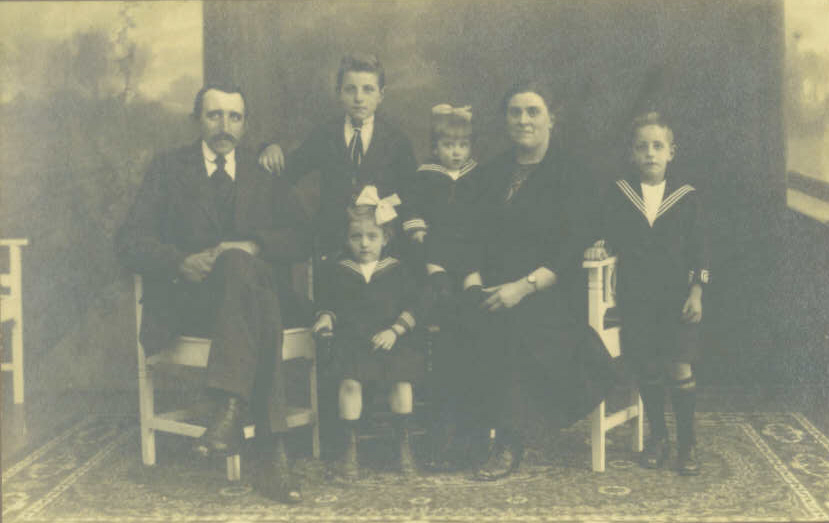 Family Portrait: from left to right: Father Cor, Wim, Paula, mother Marie, Adrianus. In front of Wim: Cornelia